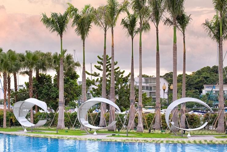 """""""La firma belga de muebles de exterior Royal Botania ha sido la elegida por el Hotel W Singapore – Sentosa Cave para la decoración de sus exteriores."""" El gran hotel W Singapore SINGAPORE SENTOSA2"""