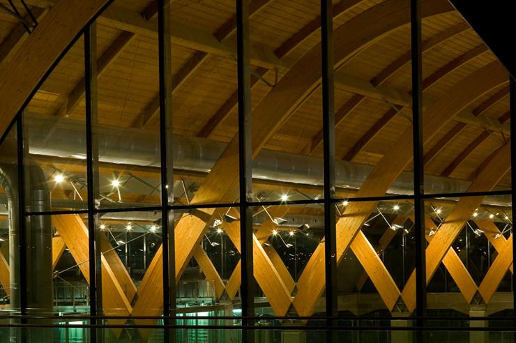"""""""El edificio fue diseñado por Richard Rogers Stirk Harbour + Partners, un referente en la arquitectura contemporánea y ganador del Premio Pritzker de Arquitectura en el año 2007.""""  Proyecto Bodegas Protos 156305"""