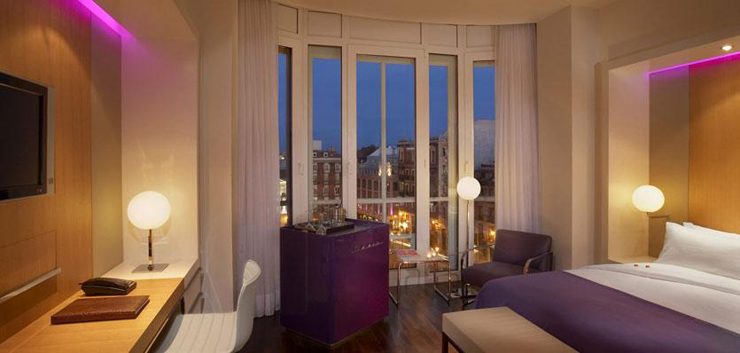 """""""El Hotel ME Madrid Reina Victoria es un Hotel de lujo, con diseño innovador y música moderna. Se encuentra estratégicamente situado en el centro de la ciudad, en la histórica plaza de Santa Ana de Madrid, con fácil acceso a los principales puntos de interés"""" Hotel ME Madrid Hotel ME2"""