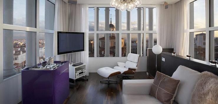 """""""El Hotel ME Madrid Reina Victoria es un Hotel de lujo, con diseño innovador y música moderna. Se encuentra estratégicamente situado en el centro de la ciudad, en la histórica plaza de Santa Ana de Madrid, con fácil acceso a los principales puntos de interés"""" Hotel ME Madrid Hotel ME"""