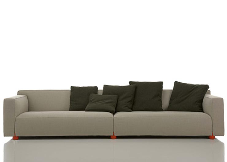 """""""Listado de piezas que están siendo presentadas en el Salón del Mueble y en Euroluce"""" Piezas presentadas en iSaloni 2013 Knoll sofa"""
