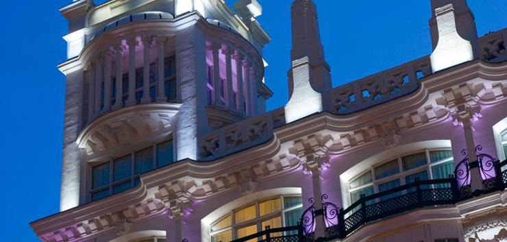 """""""El Hotel ME Madrid Reina Victoria es un Hotel de lujo, con diseño innovador y música moderna. Se encuentra estratégicamente situado en el centro de la ciudad, en la histórica plaza de Santa Ana de Madrid, con fácil acceso a los principales puntos de interés"""" Hotel ME Madrid ME Hotel2"""
