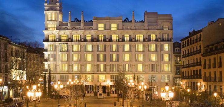 """""""El Hotel ME Madrid Reina Victoria es un Hotel de lujo, con diseño innovador y música moderna. Se encuentra estratégicamente situado en el centro de la ciudad, en la histórica plaza de Santa Ana de Madrid, con fácil acceso a los principales puntos de interés"""" Hotel ME Madrid ME Hotel"""
