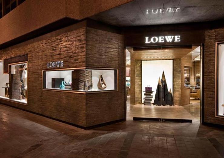 """""""La marca española Loewe, uno de los proveedores de artículos de piel de lujo más antiguos en el mundo"""""""