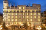 """""""El Hotel ME Madrid Reina Victoria es un Hotel de lujo, con diseño innovador y música moderna. Se encuentra estratégicamente situado en el centro de la ciudad, en la histórica plaza de Santa Ana de Madrid, con fácil acceso a los principales puntos de interés"""""""