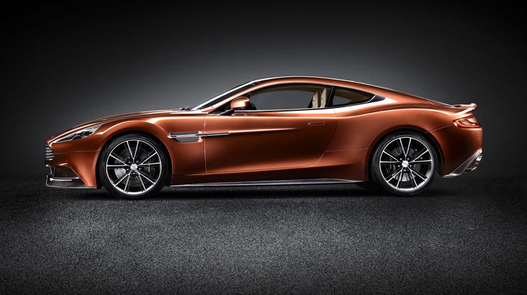 """""""Con el nuevo Vanquish, Aston Martin, marca inglesa que acaba de cumplir 100 años, entrega la comodidad que toda persona busca en un vehículo de lujo, pero le agrega la velocidad y modernidad propias de un súper deportivo.""""  Marcas de Lujo: Nuevo Vanquish, Aston Martin 11"""