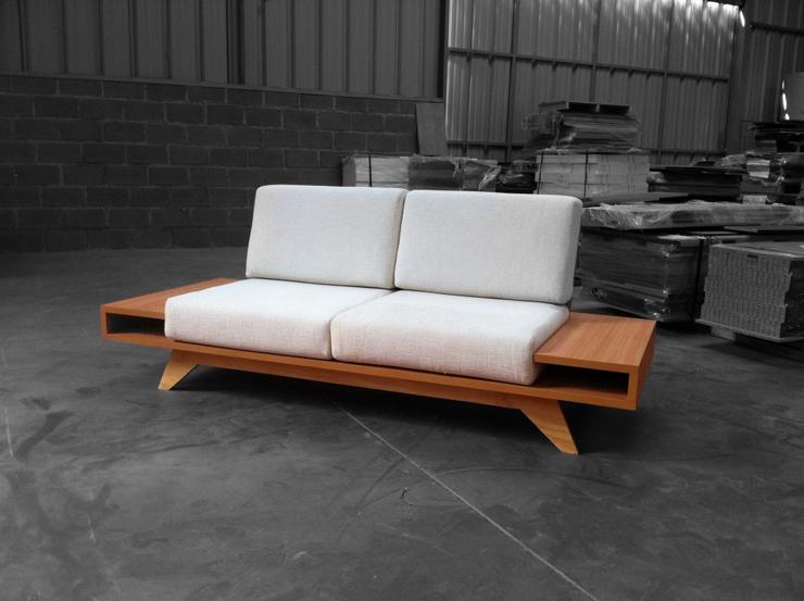 """""""El diseño de este sofá, creado por el diseñador chileno Pablo Llanquin, trata de buscar un estilo simple e ingenuo.""""  Sofá Float de Pablo Llanquin 2"""