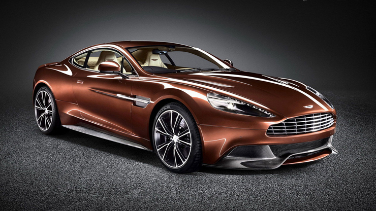 """""""Con el nuevo Vanquish, Aston Martin, marca inglesa que acaba de cumplir 100 años, entrega la comodidad que toda persona busca en un vehículo de lujo, pero le agrega la velocidad y modernidad propias de un súper deportivo."""" Marcas de Lujo: Nuevo Vanquish, Aston Martin 3"""
