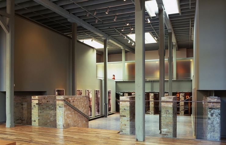 """""""Al facilitar la discusión entre artistas, escritores, curadores, museos y colecciones privadas, la Galería Corkin es curadora de proyectos y exposiciones que contextualizan la obra de artistas internacionales con una trayectoria histórica""""  La Galería Corkin Corkin Gallery"""