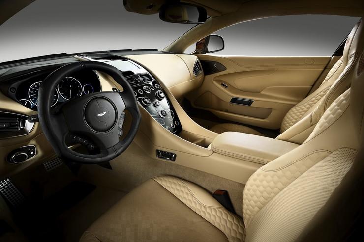"""""""Con el nuevo Vanquish, Aston Martin, marca inglesa que acaba de cumplir 100 años, entrega la comodidad que toda persona busca en un vehículo de lujo, pero le agrega la velocidad y modernidad propias de un súper deportivo."""" Marcas de Lujo: Nuevo Vanquish, Aston Martin New Aston Martin Vanquish 8"""