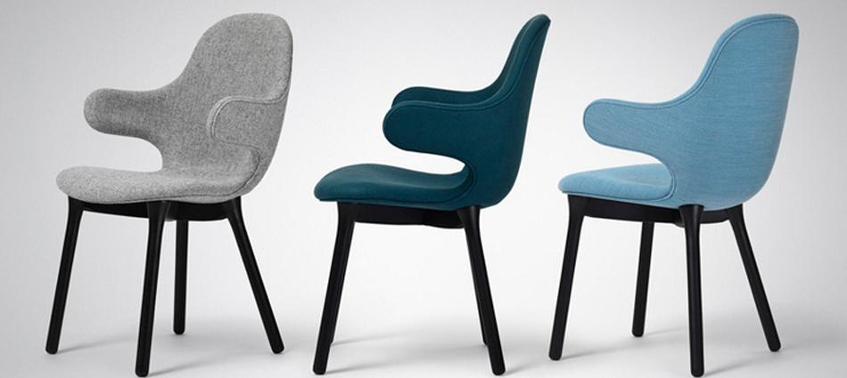 """""""El diseñador español Jaime Hayón ha creado para la marca danesa &tradition una silla con brazos que se extienden desde el alto respaldo como una invitación a sentarse"""""""