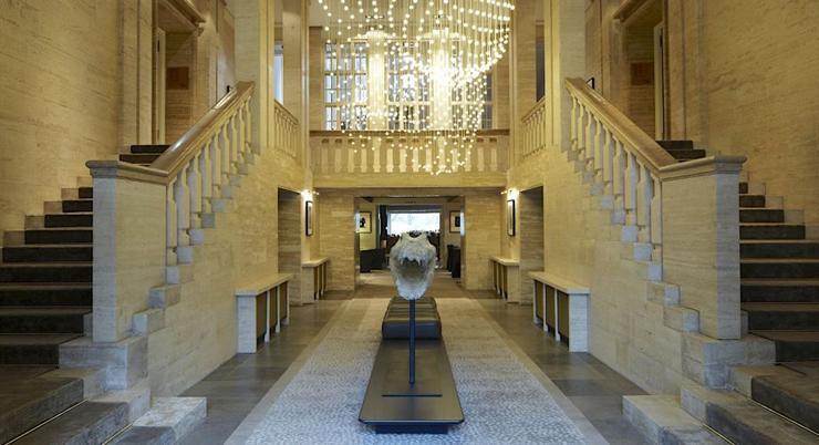 """""""A través de la arquitectura, el diseño y la gastronomía, el hotel Das Stue en Berlín ofrece una experiencia única que conquista todos los sentidos.""""  El hotel de Patricia Urquiola entrance 1 0 0"""
