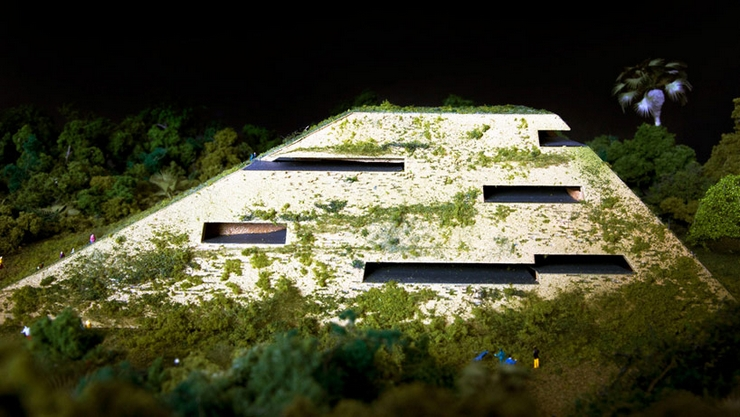 """""""El nuevo museo del sur de México está siendo proyectado por FR-EE, la empresa de Fernando Romero. El museo está localizado en la Riviera Maya y reinterpreta la calidad espacial de las ruinas de esta región"""" El Museo en la Riviera Maya museummexico 05"""