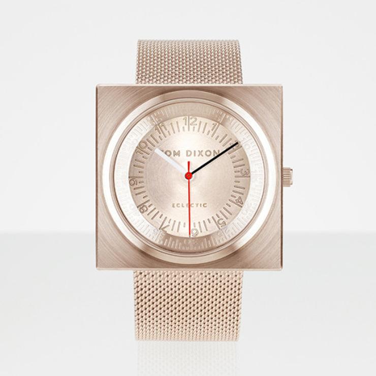 """""""En el año 2012, el diseñador industrial Tom Dixon lanzó una gama de accesorios para el hogar llamado Eclectic de Tom Dixon.""""  Reloj Block para Eclectic de Tom Dixon reloj block para eclectic tom dixon1"""