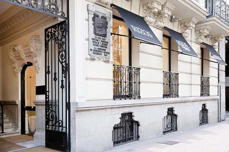 """""""La franquicia Rizos ha creado un nuevo concepto de salón: The Beauty Boutique. Un local, situado en pleno barrio de Salamanca de Madrid, de dos plantas con los mejores tratamientos para el cabello y la piel, cuidando al máximo hasta el mínimo detalle.""""  The Beauty Boutique velazquez 15"""