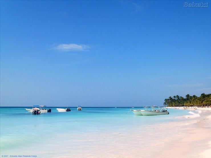 """""""Son el paraíso para quienes no conciben otras vacaciones que no sean junto al mar y pisando arena, destinos donde se multiplican palmeras lánguidas y el sol es una constante."""" mejores playas del mundo Conozca Las 10 Mejores Playas del Mundo 42"""