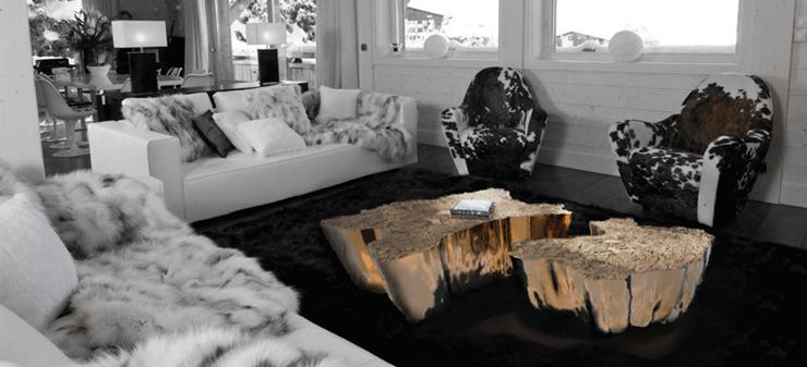 """""""Su original diseño mezcla la rusticidad de los troncos cortados, con los anillos que revelan la edad de los árboles, con el frío lujo del metal dorado.""""  Mesa Eden, rústica y lujosa 1"""