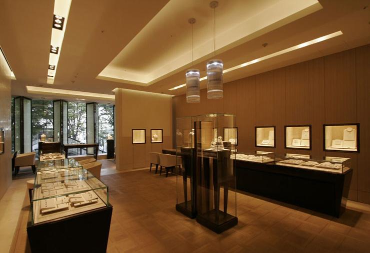 """""""Bulgari ha decidido celebrar sus 20 años de presencia en Japón con la apertura de dos grandes tiendas.""""  Bvlgari Ginza Tower 111"""