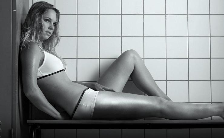 """""""Caroline Wozniacki, exnúmero 1 del mundo, fue protagonista de una sensual producción fotográfica.""""  Lanzan """"This is Me"""", línea de lencería de Caroline Wozniacki 214"""