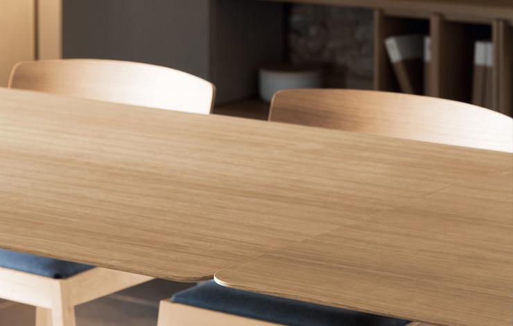 """""""El estudio valenciano Culdesac ha diseñado para la firma de mobiliario de diseño contemporáneo Punt Mobles la mesa Transalpina.""""  Culdesac diseña Transalpina para Punt 222"""