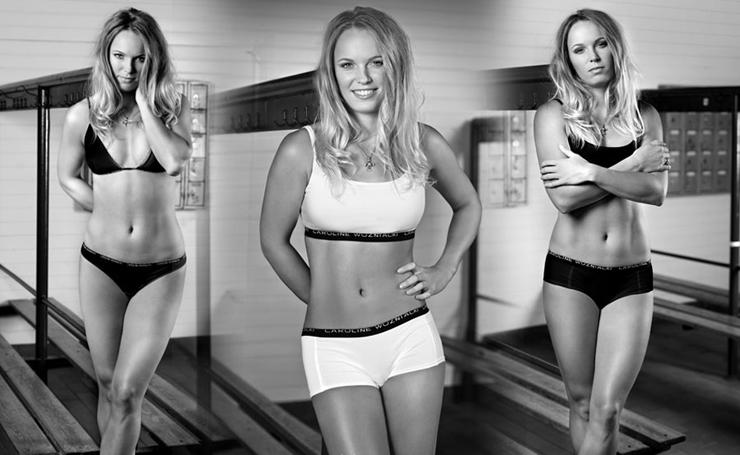 """""""Caroline Wozniacki, exnúmero 1 del mundo, fue protagonista de una sensual producción fotográfica.""""  Lanzan """"This is Me"""", línea de lencería de Caroline Wozniacki 411"""