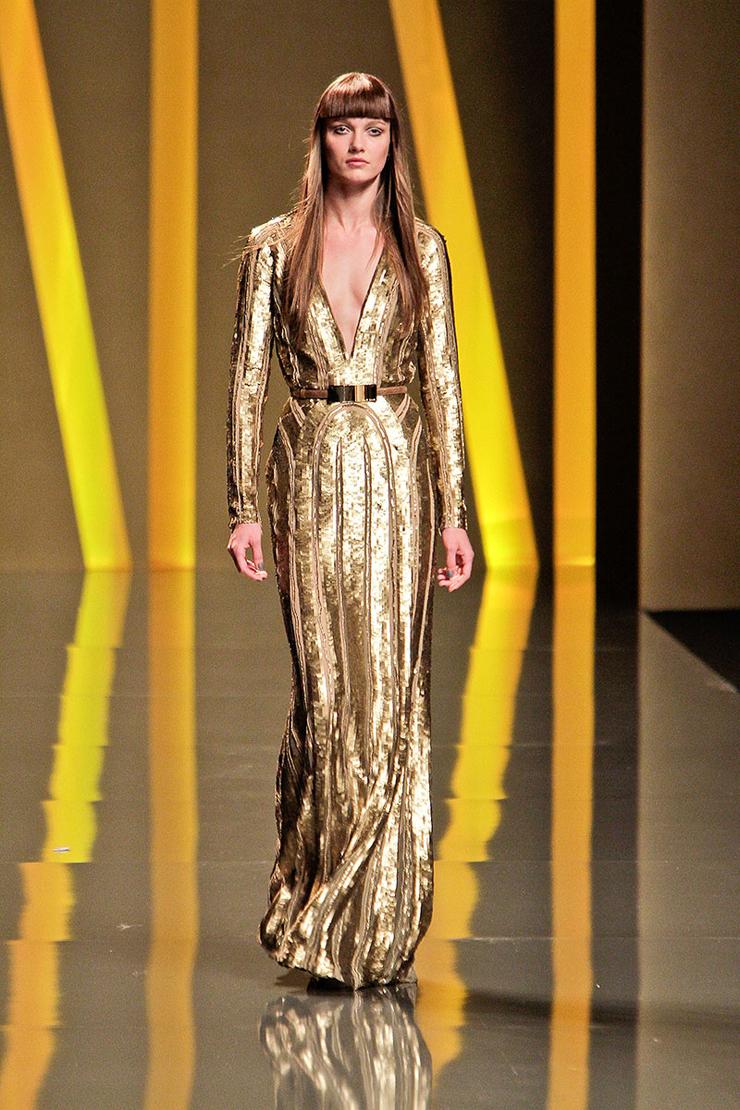 """""""La ropa, los accesorios y el maquillaje llegan en reflejos de oro, plata y bronce."""" Con el brillo del metal 415"""