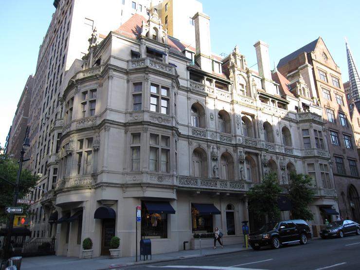 """""""La tienda principal de Ralph Lauren en Madison Avenue, también es conocida como The Polo Mansion y The Polo Castle, es probablemente la tienda más lujosa y bonita del mundo.""""  Ralph Lauren Madison Avenue, la tienda más lujosa del mundo 62"""