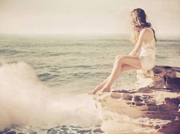 """""""El agua salada y el aire costero contienen un cóctel de minerales y oligoelementos que actúan sobre nuestro estado de ánimo.""""  Rélax en el mar 63"""