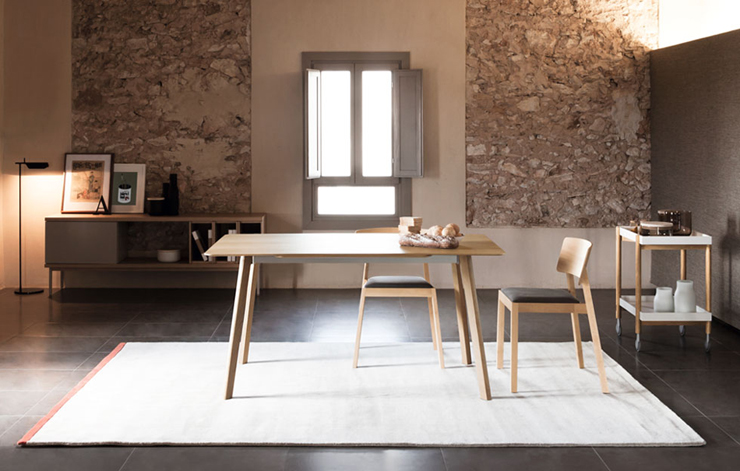"""""""El estudio valenciano Culdesac ha diseñado para la firma de mobiliario de diseño contemporáneo Punt Mobles la mesa Transalpina.""""  Culdesac diseña Transalpina para Punt transalpina 200"""