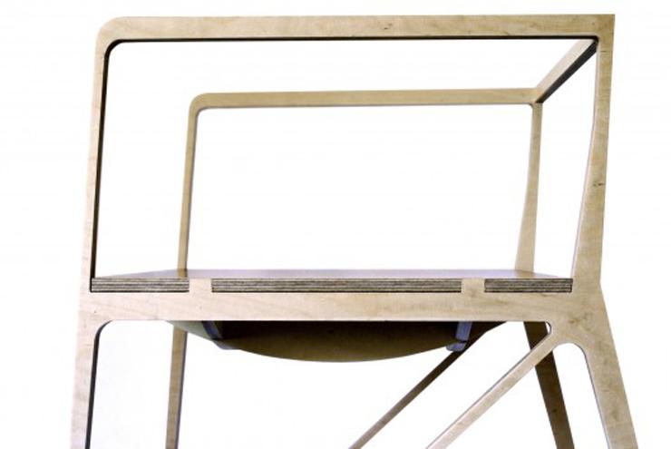 """""""Creada por el diseñador español Ignacio Hornillos, la silla está construida únicamente con madera contrachapada.""""  Silla Brace de Ignacio Hornillos Design Studio 28"""