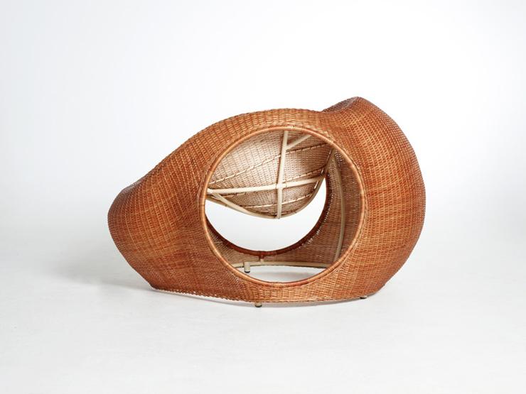 """""""Amalia, de los diseñadores Christopher Macaluso y Camila De Gregorio de Eggpicnic, consiste en un proyecto que aborda una serie de aspectos tradicionales.""""  Silla Amalia de Eggpicnic 32"""