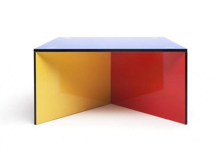 """""""NZELA es una robusta mesa modular creada por el estudio de diseño KAYIWA y fabricada en contrachapado de abedul Grado A.""""  Ideas para Decorar: Mesa NZELA de KAYIWA 43"""