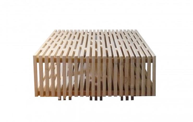 """""""El arquitecto chileno Sebastián Erazo ha creado esta mesa de centro, la cual está fabricada en madera de Pino.""""  Ideas para decorar: Mesa de Centro A de Sebastián Erazo 25"""