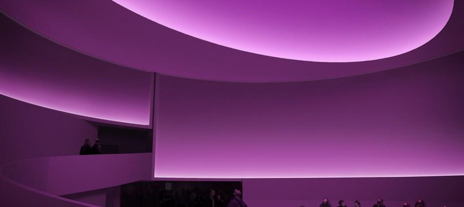 Museo Guggenheim de Frank Lloyd Wright se transforma temporalmente bajo la intervención de Turrell 105