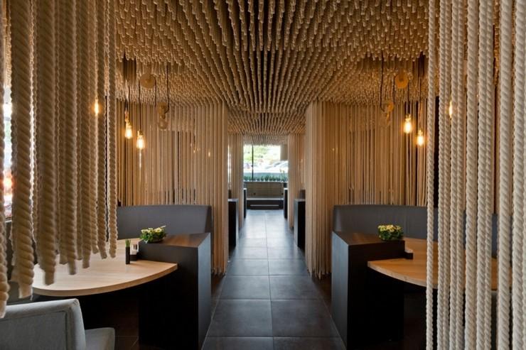 """""""Odessa invita a sus huéspedes en un formato completamente nuevo.""""  Decoración de Interiores: Restaurant Odessa de YOD Design Lab 111"""