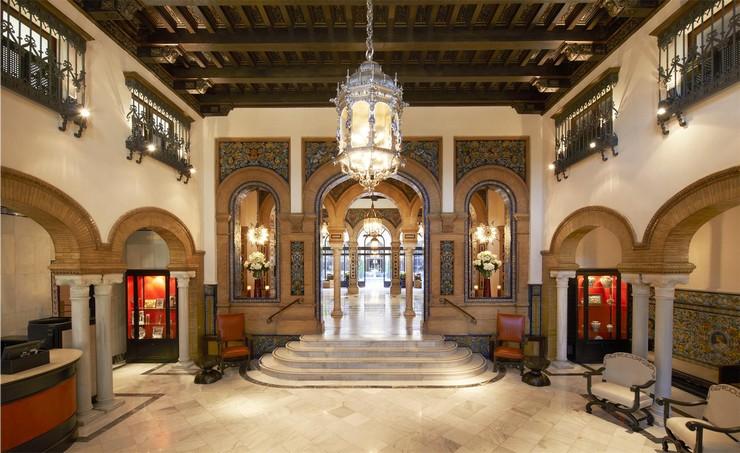 """""""Con el histórico hotel Alfonso XIII ha ocurrido lo mismo, tuvo que cerrar sus puertas en la primavera de 2011 para empezar a vivir (o continuar viviendo) con un impulso renovado.""""  Hoteles de Lujo: Hotel Alfonso XIII 29"""