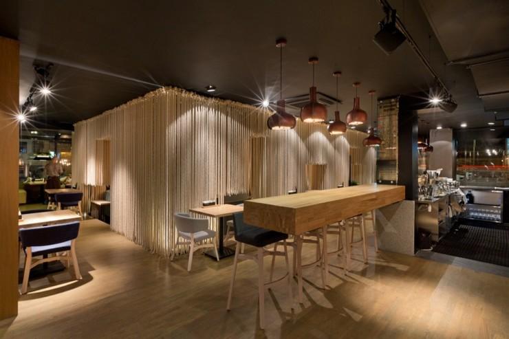 """""""Odessa invita a sus huéspedes en un formato completamente nuevo.""""  Decoración de Interiores: Restaurant Odessa de YOD Design Lab 310"""