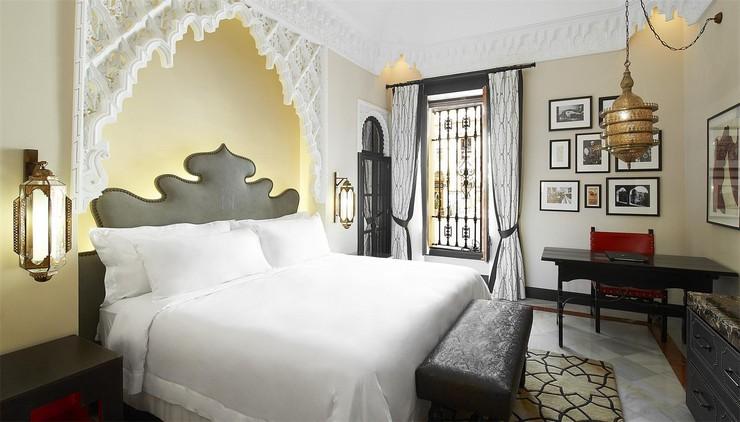 """""""Con el histórico hotel Alfonso XIII ha ocurrido lo mismo, tuvo que cerrar sus puertas en la primavera de 2011 para empezar a vivir (o continuar viviendo) con un impulso renovado.""""  Hoteles de Lujo: Hotel Alfonso XIII 39"""