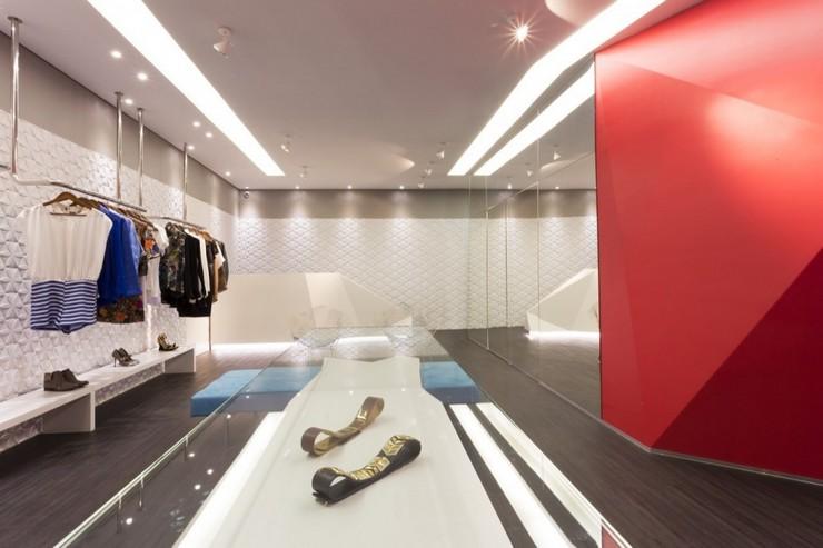 """""""Las Chicas Boutique por GUIV Arquitetura tiene la intención de ser un espacio de referencia para la moda en Belo Horizonte.""""  Decoración de Interiores: Boutique Las Chicas de GUIV Arquitetura 414"""