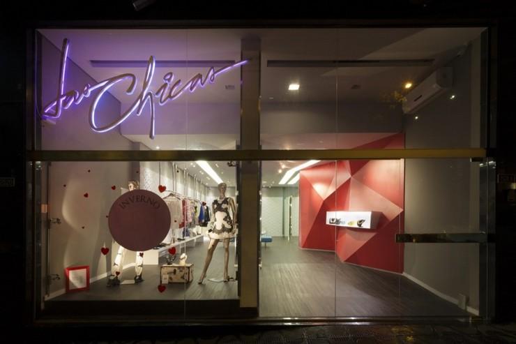 """""""Las Chicas Boutique por GUIV Arquitetura tiene la intención de ser un espacio de referencia para la moda en Belo Horizonte.""""  Decoración de Interiores: Boutique Las Chicas de GUIV Arquitetura 511"""
