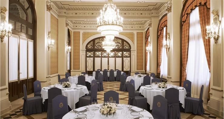 """""""Con el histórico hotel Alfonso XIII ha ocurrido lo mismo, tuvo que cerrar sus puertas en la primavera de 2011 para empezar a vivir (o continuar viviendo) con un impulso renovado.""""  Hoteles de Lujo: Hotel Alfonso XIII 71"""