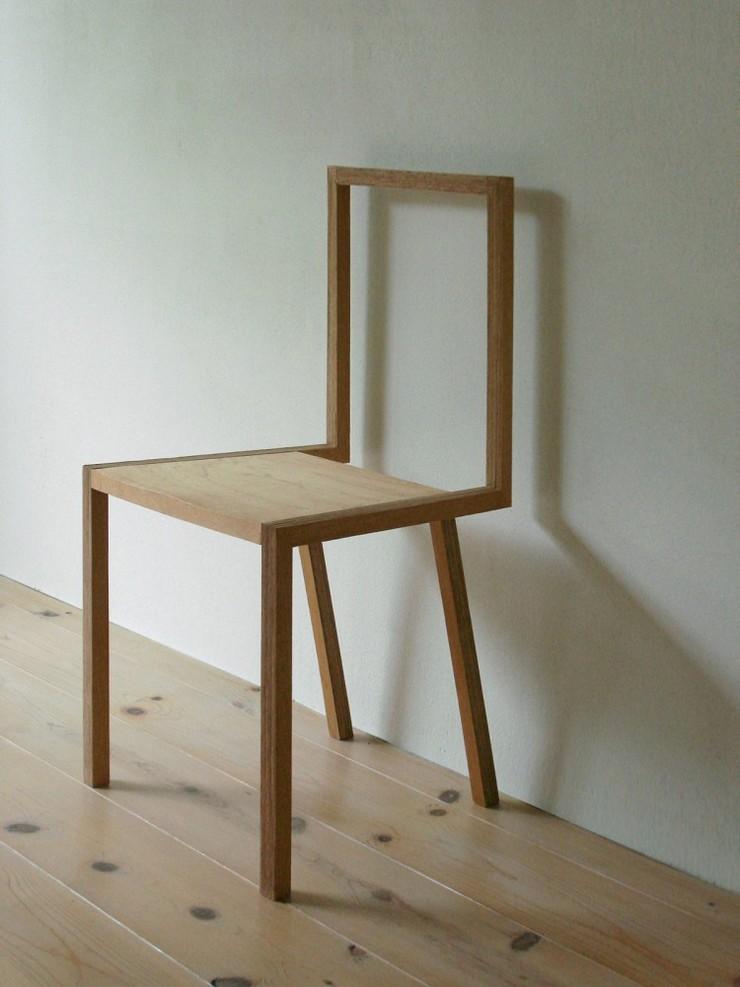 """""""La silla, creada por el estudio de arquitectura japonés Atelier Shinya Miura, es una pieza muy liviana.""""  Ideas para Decorar:Silla L de Atelier Shinya Miura 1"""