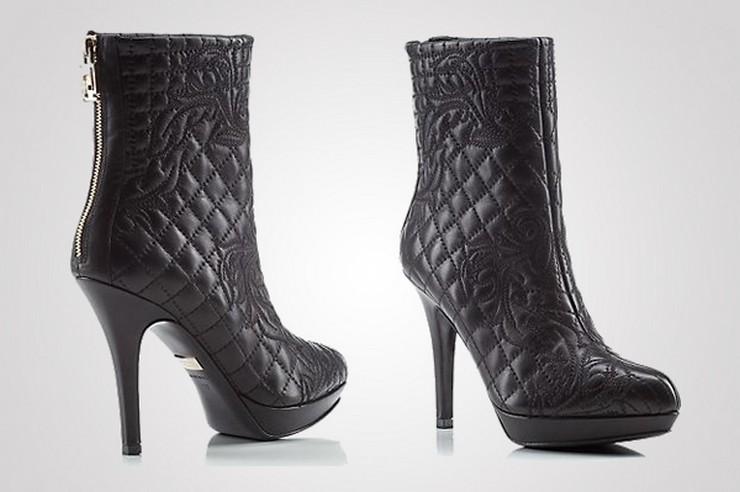 """""""La casa de modas Versace acaba de presentar su más reciente colección de botas, parte de su propuesta para la temporada Otoño-Invierno.""""  Versace nos muestra su nueva colección de botas para la temporada Otoño-Invierno 36"""