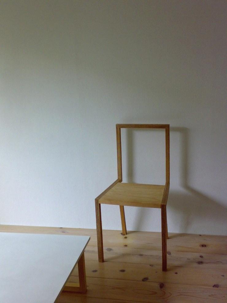 """""""La silla, creada por el estudio de arquitectura japonés Atelier Shinya Miura, es una pieza muy liviana.""""  Ideas para Decorar:Silla L de Atelier Shinya Miura 4"""