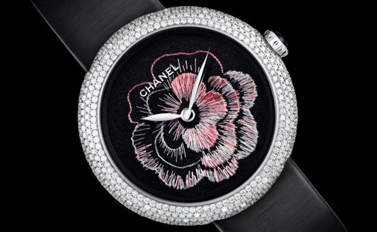 """""""Chanel se llevó este año el premio en la categoría Métiers d'Art del Grand Prix d'Horlogerie de Geneve.""""  Chanel Camelia Brode gana el premio Métiers d'Art en el GPHG 2013 chanel camelia brode gphg 2"""