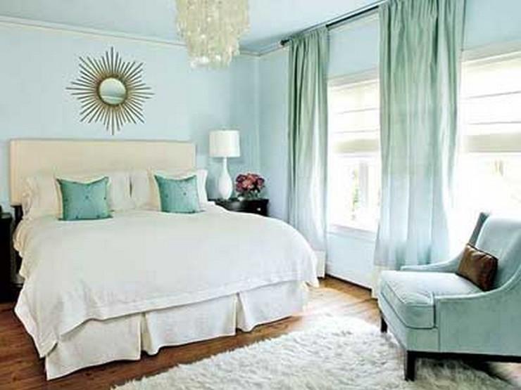 """""""Las paredes no sólo son funcionales, sino que también son una parte integrante de la decoración de interiores.""""  Cómo Decorar las Paredes del Dormitorio Principal 4"""