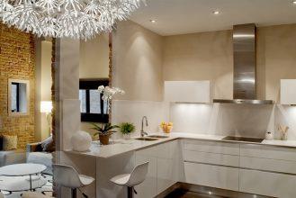 """""""Las cocinas pequeñas pueden ser tan cómodas, funcionales y parecer tan grandes como deseamos""""  Grandes Ideas para Decorar Cocinas Pequeñas. 9 abierta"""