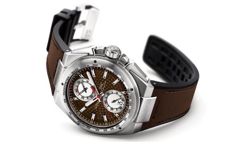 """La prestigiosa casa relojera IWC Schaffhausen, o simplemente IWC, lanza su renovada colección Ingenieur Watch.""  Ingenieur Watch Collection, relojes de alta performance por IWC IWC Ingenieur Chronograph Silberpfeil1"