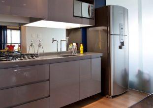 """""""Las cocinas pequeñas pueden ser tan cómodas, funcionales y parecer tan grandes como deseamos""""  Grandes Ideas para Decorar Cocinas Pequeñas. cocina acero inoxidable 311x220"""