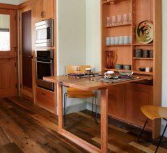 """""""Las cocinas pequeñas pueden ser tan cómodas, funcionales y parecer tan grandes como deseamos""""  Grandes Ideas para Decorar Cocinas Pequeñas. cocina mesa plegable"""